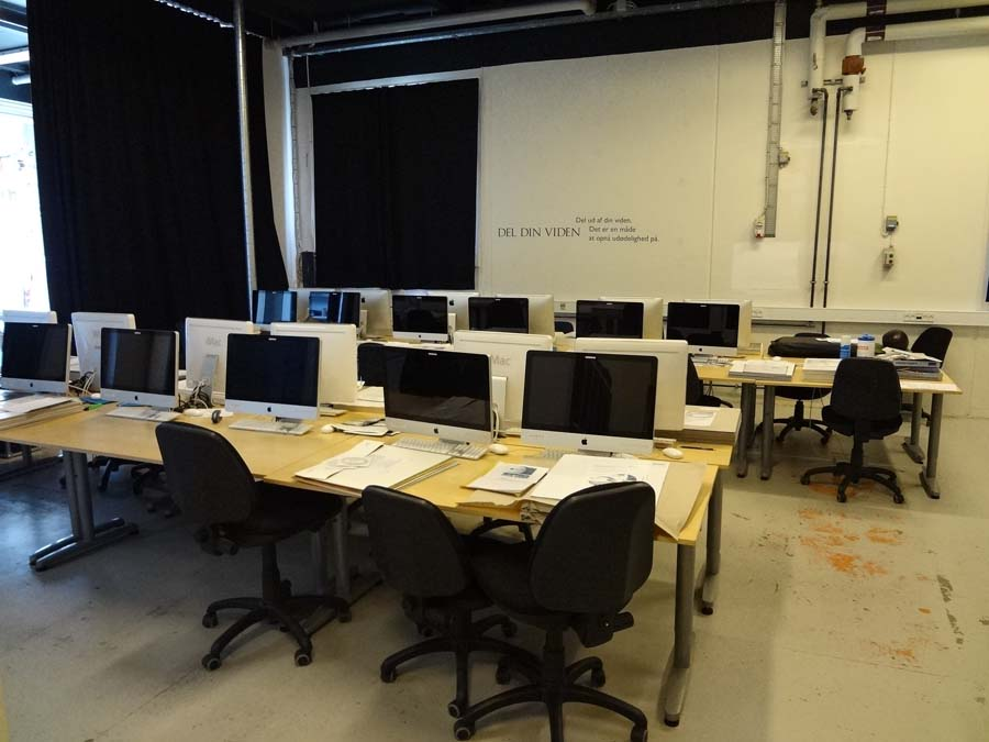Aula de ordenadores IMac en la escuela de FP de imagen y sonido KTS Copenhague - Dinamarca