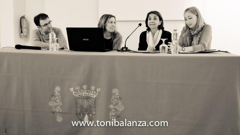 Presentación asociación anima de Onteniente en la exposición mujeres mastectomizadas de Toni Balanzà