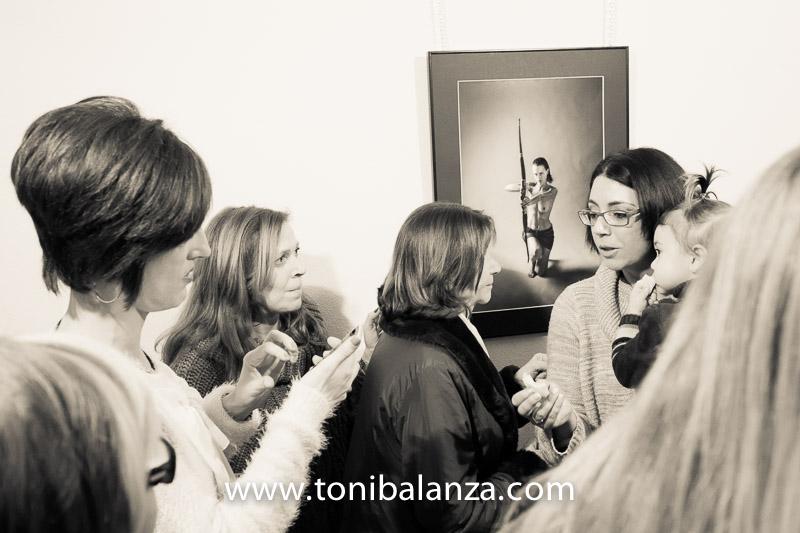 Asistentes a la inauguración amazona arquera mastectomizada Toni Balanza
