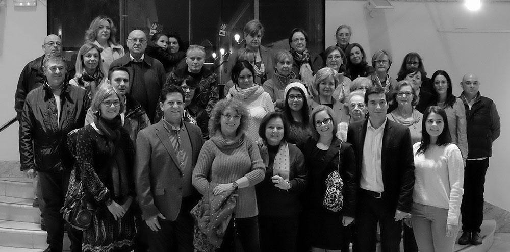 Foto de grupo de algunos de los asistentes a la inauguración de la exposición fotográfica mastectoart