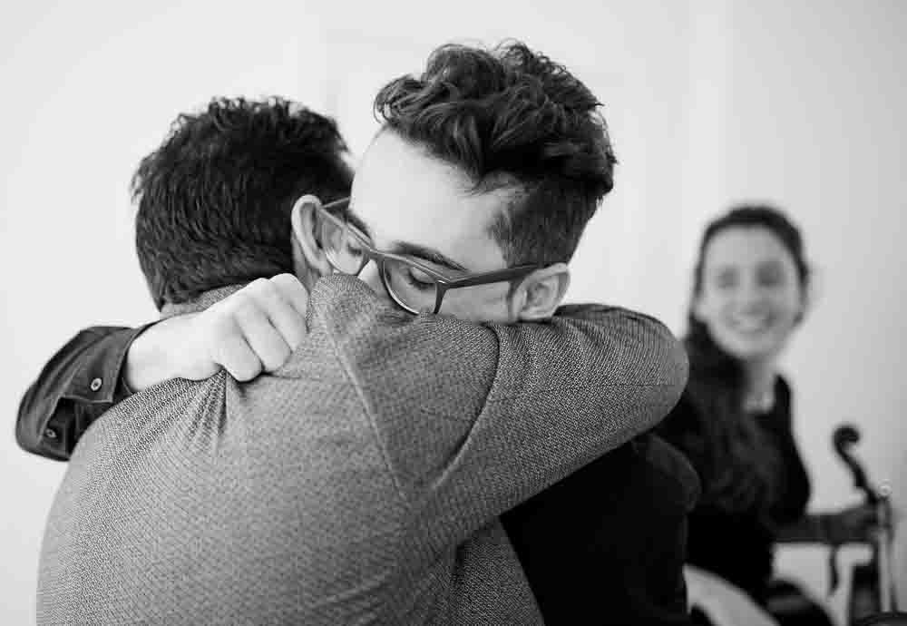 Marc se abraza a su padre Toni