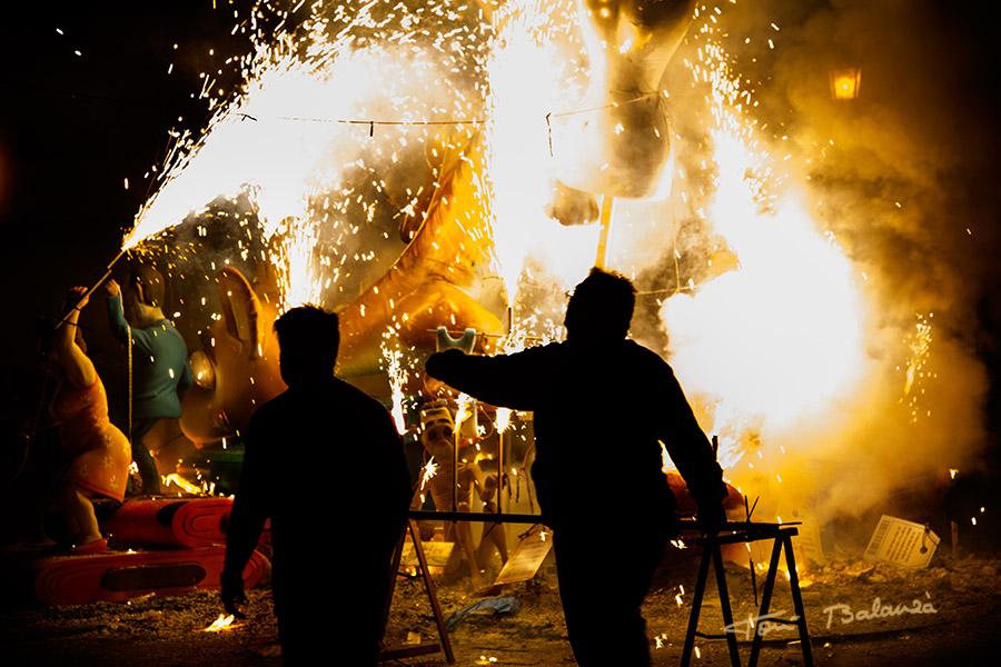 La nit de la cremà es la noche en la que se queman las fallas, noche del 19 de marzo al 20 de marzo.