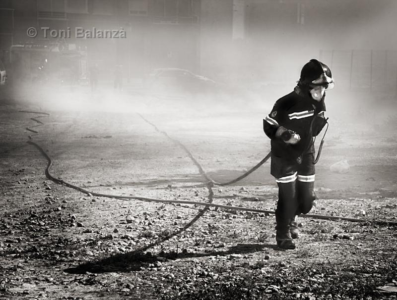Bombero en el incendio de El Secanet