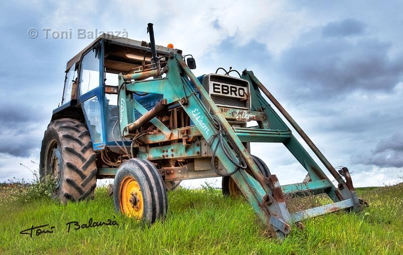 Tractor EBRO en La Gila