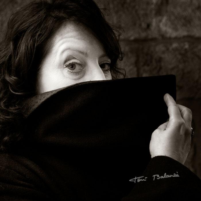 La escritora y poeta Estel Julia en un retrato de Toni Balanzà