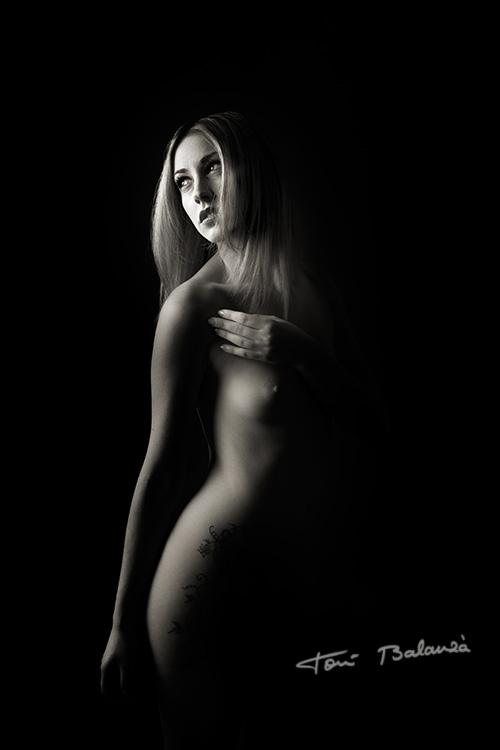 La modelo Sally López fotografiada por Toni Balanzà