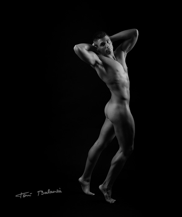 José León 186 nude art in black and white