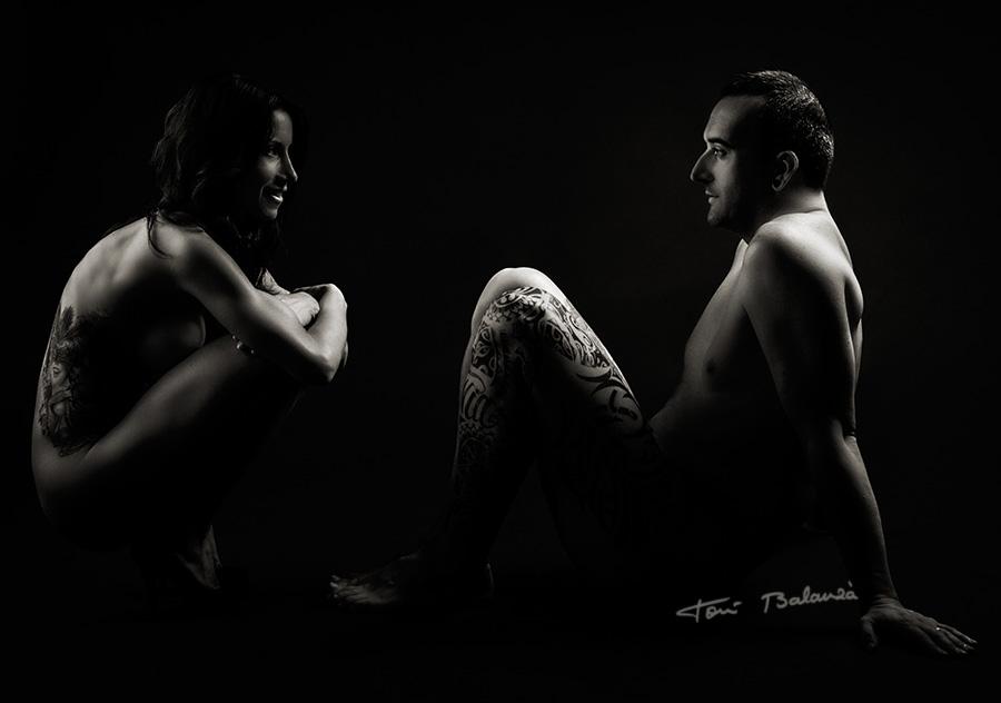 Desnudo pareja cuerpos tatuados Susana y Luis
