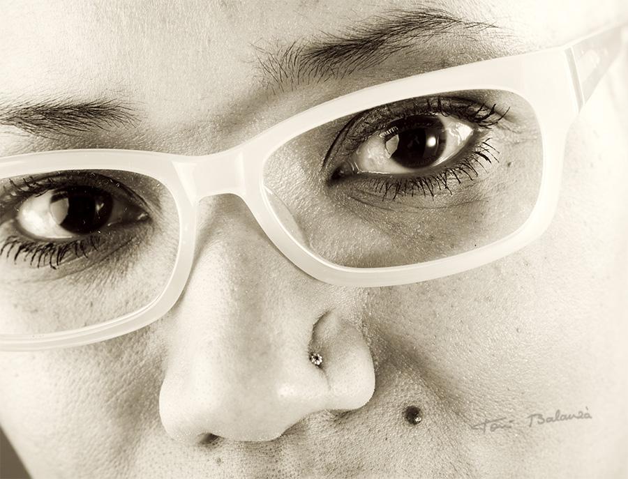 primerisimo primer plano chica con gafas