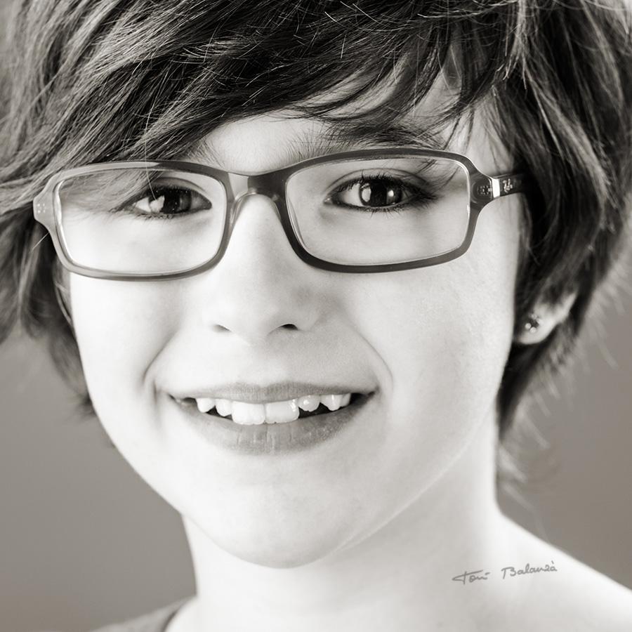 niña con gafas de optica benimamet