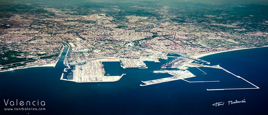 Valencia vista aerea desde el puerto mar mediterraneo una - Laydown puerto valencia ...