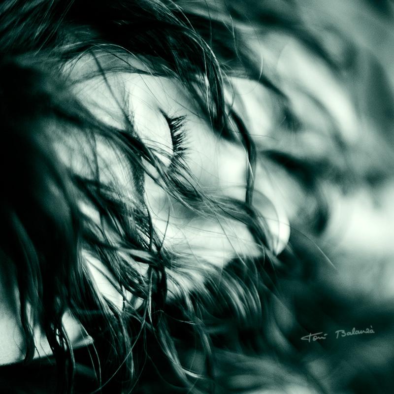 erotísmo en la mirada con los ojos cerrados