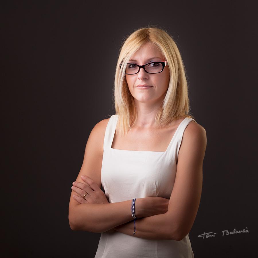mujer gafas modernas graduadas