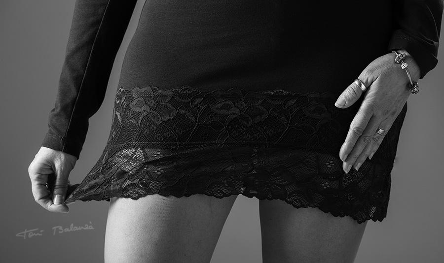 minifalda mujer sexy en blanco y negro