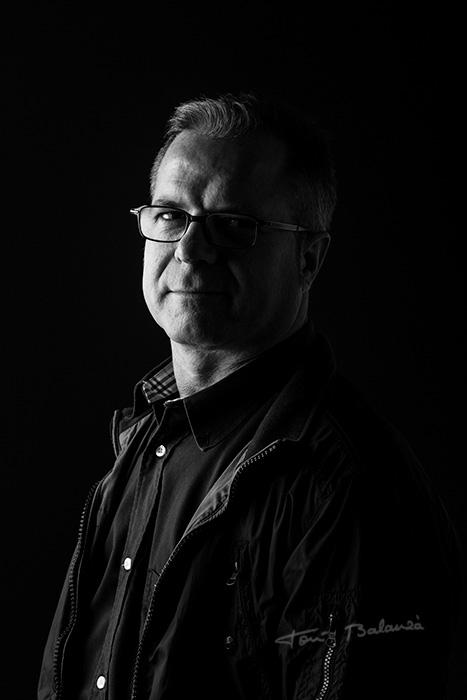 Miguel Ángel retrato con gafas