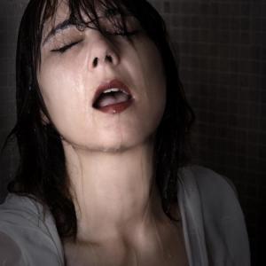 Gemma en la ducha -