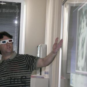 Toni Balanzà explicando el 3D - Gracias a mi compañera Elena tengo esta foto impartiendo un taller de fotos en 3D. Parece que ha gustado mucho este taller.