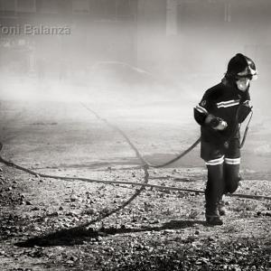 Bombero en el incendio de El Secanet - Se incendió El Secanet en Benimàmet