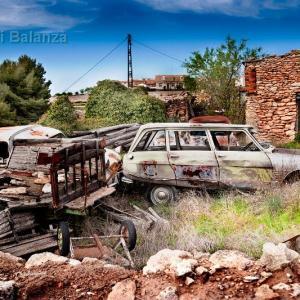 Coches abandonados en Albacete - Esta imagen la tomé en 3D, peró me gustó más el acabado del revelado RAW. Fotografía de alta calidad para coleccionistas. Fotografía de autor. Coches abandonados. La Gila-Alcalá del Júcar-Albacete.
