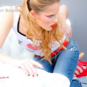 Blanca Ibáñez - Producción: Victor Cucart Foto: Toni Balanzà Modelo: Blanca Ibáñez Diseñador de moda: José Zambrano Maquillaje - Peluquería: Anny Armero Estilismo: Lucía Peiró