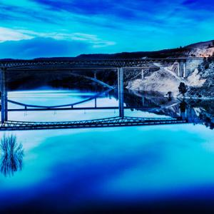 Puente en el Pantano de Contreras en HDR -