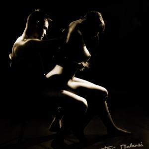 Sara y Marcos - nude art in black and white. Sesión de desnudo artístico. Dos cuerpos desnudos.