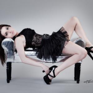 Sara Navarro 147 - La presentadora de TV y locutora de los 40 Principales, Sara Navarro  Moviliario de Actua Decor