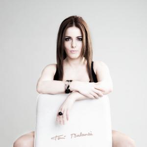 Sara_Navarro_17 - La presentadora de TV y locutora de los 40 Principales, Sara Navarro  Moviliario de www.ponsactua.es