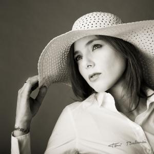 Retrato de Emma_0083 - La periodista y profesora de lengua castellana Emma Palau. Retrato en blanco y negro. Portrait fine art.