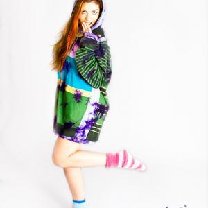 Yuna 0407 con ropa de Desigual - La Modelo Yuna en una sesión fotográfica  divertida en el estudio fotográfico de Toni Balanzà