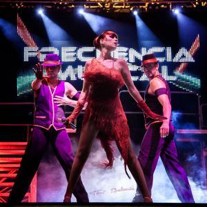 Aisha Bordàs en Frecuencia Musical - La cantante Valenciana, Aisha Bordàs en una actuación del espectáculo Frecuencia Musical