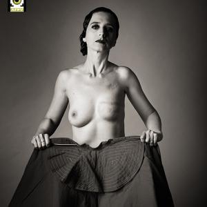 Torero mastectomizada fotografía calificada como Excelente en desnudo por la fepfi -