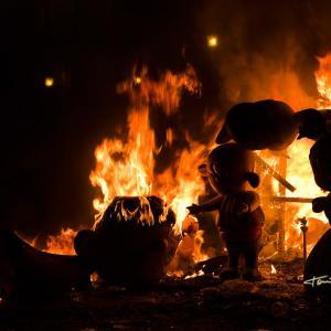 el fuego consume la falla infantil 2012 - El fuego consume la falla infantil 2012 de la Falla Plaça de la Tenda de Benimàmet - Valencia