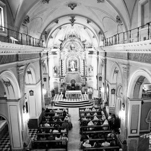 Plano general de la Iglesia - Las fiestas de las fallas de Valencia, se celebran entorno a la festividad de San José. Así que, la celebración de un acto religioso, está en el programa oficial de las fiestas falleras.