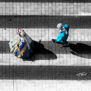 Pasacalle fallero ofrenda de flores a la Virgen en Benimàmet - Anna, la Fallera Mayor Infantil y Marc, el Presidente infantil, de la Falla Plaça de la Tenda de Benimàmet - Valencia de 2013, participando en la ofrenda a la Virgen de los Desamparados, pasando a la altura de OPTICA BENIMAMET.