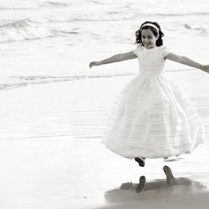 Reportaje fotográfico postcomunión de Anna 271 - Reportaje de comunión a Anna. Fotografía realizada con el vestido de comunión en la playa.