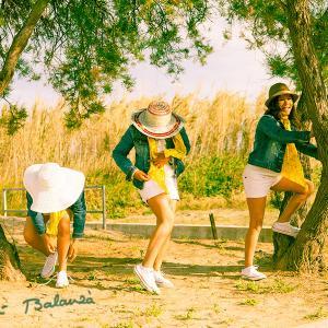 Reportaje de primera comunionTrillizas 0002 - Reportaje de la primera comunión a trillizas, Isabella, Dalia y Rosi. Fotografía en la playa.