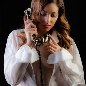 La modelo Yunita para nuevo proyecto sexy - La modelo Yuna hablando por teléfono, imagen para el nuevo proyecto sexy que esperamos lanzar en noviembre de 2013. Atrezzo de Actua Decor - l'Amfora de Benimàmet.