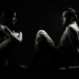 Desnudo pareja cuerpos tatuados Susana y Luis - Sesión de desnudo artísticoen blanco y negro a una pareja que me pedía fotografías con los cuerpos desnudos y tatuados. Susana y Luis, una pareja fantástica con las ideas muy claras.