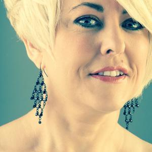 tere peluquera de teres estilistes - Tere de peluquería Teres Estilistes, retrato de peluquera en trabajo de fotografía comercial de Toni Balanzà fotógrafo de Valencia.