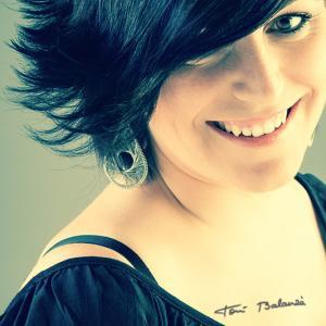 vanessa maquilladora maquillaje teres estilistes peluqueria - Vanessa maquilladora de novias, maquillaje para chicas de peluquería Teres Estilistes, retrato de peluquera en trabajo de fotografía comercial de Toni Balanzà fotógrafo de Valencia.