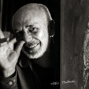 Enric Alfons pintor valenciano por Toni Balanzà - Retrato del pintor valenciano Enric Alfons, realizado por Toni Balanzà-Fotografía en Valencia.