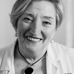 Doctora Ana Lluch Oncóloga Valenciana - Retrato de la Doctora Ana Lluch en su despacho de Oncología en el Hospital Clínico de Valencia. La Oncóloga que dirige un equipo de investigación.