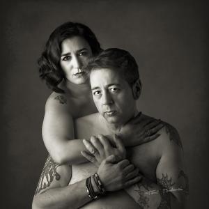 Retrato tatoo desnudo tatuajes  - Sesion de retrato fotográfico, con cuerpos semi desnudos, cuerpos tatuados con la belleza del tatoo. Pareja enamorada regalo de cumpleaños una fotografía.