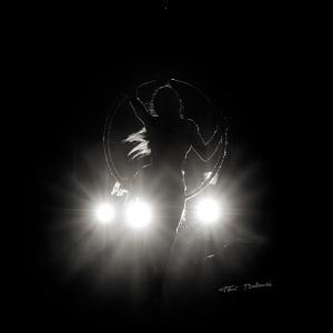 acróbatas a contra luz -