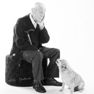 Fotografía de mascotas en estudio fotográfico - Sesión de estudio fotográfico de mascotas. Marta, perrita maravillosa que posa junto a su dueño.
